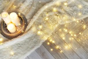 キャンドルと電飾の写真素材 [FYI04671706]