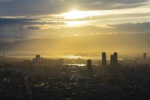 あべのハルカス 展望台からの夕暮れ ②の写真素材 [FYI04672166]