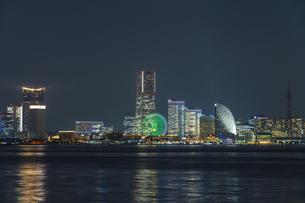 大黒埠頭からの横浜夜景 ②の写真素材 [FYI04672169]