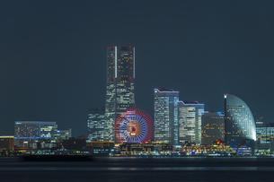 大黒埠頭からの横浜夜景 ②の写真素材 [FYI04672170]