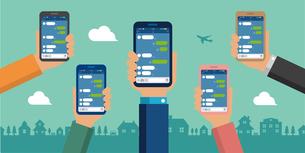 SNS/メッセージアプリ/チャットアプリ 手持ちスマートフォン バナーイラストのイラスト素材 [FYI04672467]