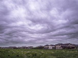 重くくねる雲の写真素材 [FYI04672668]