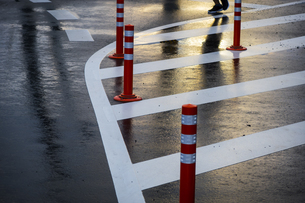 雨後の路面反射の写真素材 [FYI04672730]