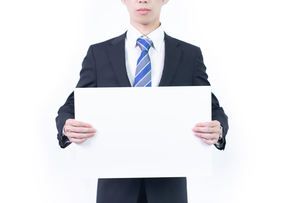 白ボードを持つビジネスマンの写真素材 [FYI04672929]