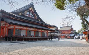 京都 八坂神社の本殿、舞殿、南楼門の写真素材 [FYI04673140]