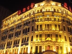 上海 夜景 旅行 中国 伝統建築 ホテル 銀行の写真素材 [FYI04673271]