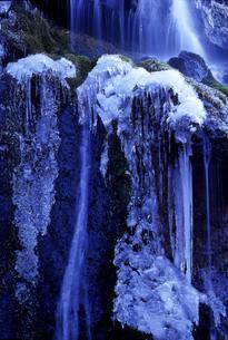 山梨県北杜市大泉町 吐竜の滝の写真素材 [FYI04673375]