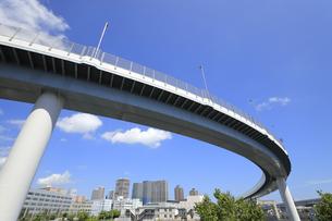 空中を走る首都高速道路の写真素材 [FYI04673626]