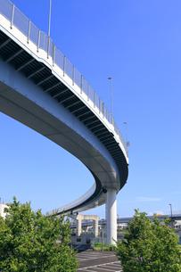 曲線を描く首都高速道路の写真素材 [FYI04673627]