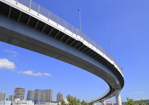 宙を走る首都高速道路の写真素材 [FYI04673629]