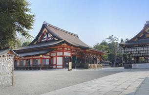 京都 八坂神社の本殿と舞殿の写真素材 [FYI04673897]