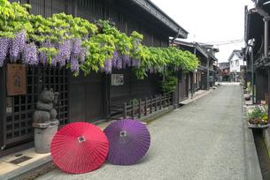 和傘と上三之町の写真素材 [FYI04674405]