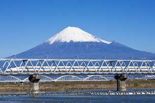 富士山と新幹線の写真素材 [FYI04674413]