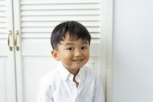 笑顔の日本人男の子の写真素材 [FYI04674429]
