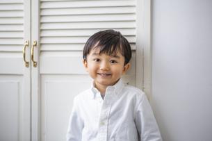 笑顔の日本人男の子の写真素材 [FYI04674461]