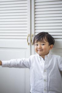 おどける日本人男の子の写真素材 [FYI04674462]