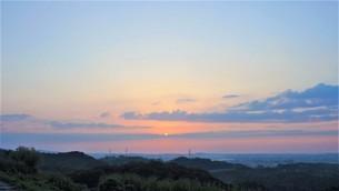 美しい地平線が見える夕焼けの写真素材 [FYI04674602]