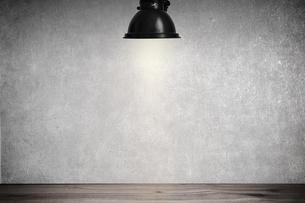 白いコンクリート壁のスポットライトの背景グラフィックス素材のイラスト素材 [FYI04675001]