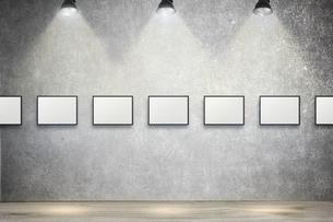 白いコンクリート壁のスポットライトの背景グラフィックス素材の写真素材 [FYI04675009]