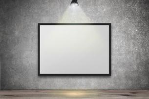 白いコンクリート壁のスポットライトの背景グラフィックス素材の写真素材 [FYI04675016]