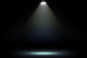 壁かけ額縁とスポットライトの背景グラフィックス素材の写真素材 [FYI04675234]