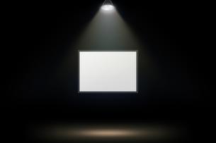壁かけ額縁とスポットライトの背景グラフィックス素材の写真素材 [FYI04675235]