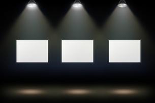 壁かけ額縁とスポットライトの背景グラフィックス素材の写真素材 [FYI04675236]
