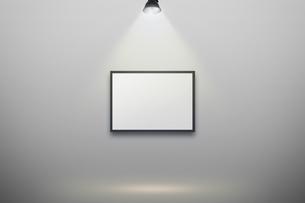 壁かけ額縁とスポットライトの背景グラフィックス素材の写真素材 [FYI04675238]