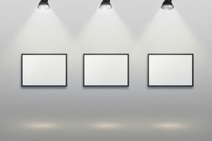 壁かけ額縁とスポットライトの背景グラフィックス素材の写真素材 [FYI04675239]