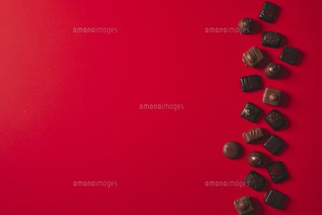 並んだチョコレートの写真素材 [FYI04675336]