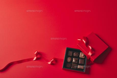 チョコレートとギフトボックスの写真素材 [FYI04675340]