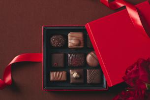 チョコレートとギフトボックスの写真素材 [FYI04675346]