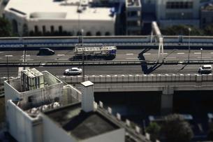 高速道路のジオラマ風写真の写真素材 [FYI04675384]