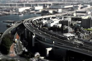 高速道路のジオラマ風写真の写真素材 [FYI04675386]