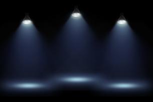 黒壁の青いスポットライトの背景グラフィックス素材の写真素材 [FYI04675399]