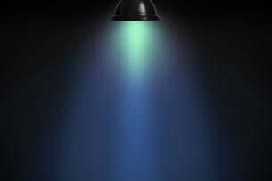 黒壁の青いスポットライトの背景グラフィックス素材の写真素材 [FYI04675400]