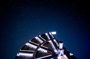 東京湾 海ほたるPAの星空の写真素材 [FYI04675433]