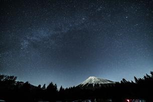 西臼塚駐車場から見る富士山の写真素材 [FYI04675486]