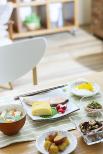 食卓の上の朝食の写真素材 [FYI04676299]