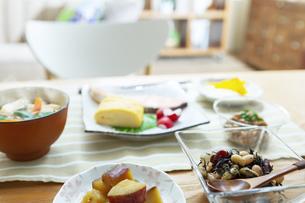 食卓の上の朝食の写真素材 [FYI04676301]