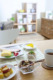 食卓の上の朝食の写真素材 [FYI04676302]