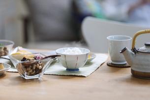 食卓の上の朝食の写真素材 [FYI04676313]