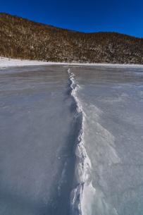 赤城公園 小沼 全面氷結の写真素材 [FYI04676502]