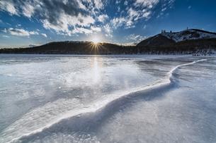 赤城公園 小沼 全面氷結の写真素材 [FYI04676507]