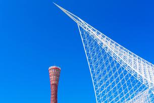 関西の風景 神戸市 メリケンパーク ポートタワーと神戸海洋博物館の写真素材 [FYI04676585]
