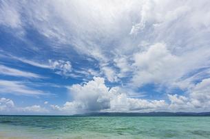 鳩間島 前の浜ビーチから望む西表島の写真素材 [FYI04676880]