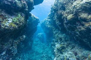 上野海岸沖合の水中路の写真素材 [FYI04676896]