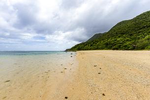 西表島随一のロングビーチ 南風見田の浜の写真素材 [FYI04676934]