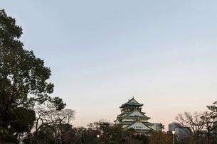 大阪城と夕空の写真素材 [FYI04677025]