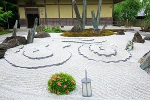 京都・圓光寺 奔龍庭の写真素材 [FYI04677091]